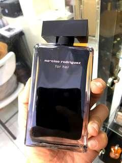 Promo narciso black for her 100ml🤩🤩🤩 REALPICT & READYSTOCK YA❤ Kuy chat skrg lgsg order! First come first serve😍😘 Authentic Guarantee/100% MONEYBACK👌 Info Grosir & Partai WA:085782955531✔(Harap baca description sebelum order🙏)