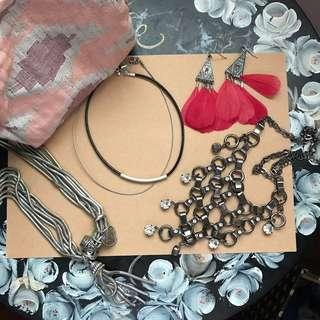🚚 Assorted necklaces