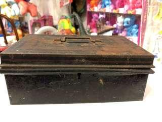 Vintage metal box coin bank (base: 17cm by 10cm, height: 6.5cm)