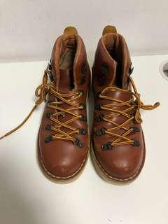 United arrow brown leather mountain boots US8-9