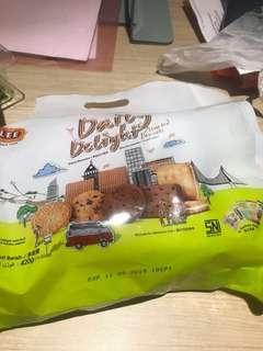 biskuit butter coklat kismis