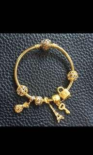 🚚 916 Gold bangle with charms (23.34grams) Selling at $59 per gram FAST DEAL non nego