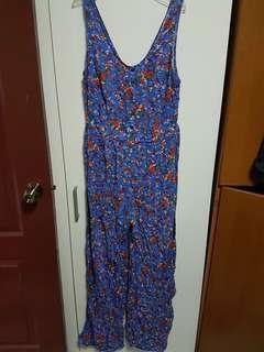 🚚 New look floral jumpsuit