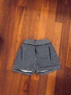 vintage gingham checkered monochrome shorts in monochrome ~ f21 temt h&m cotton on factorie zara bershka pull&bear
