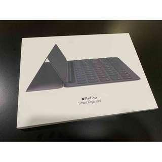 """Apple原廠 iPad Pro 10.5"""" 原廠SmartKeyboard  全新未用 繁體注音 只要3500 !!!"""