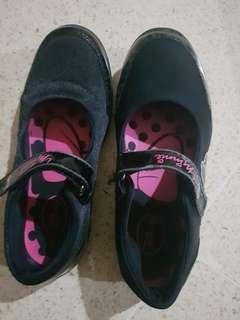 Sepatu untuk sekolah bisa,untuk jalan2 bisa