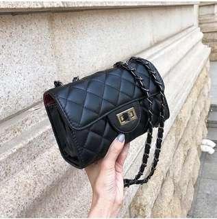 _現貨供應_質感100%_韓系時尚流行斜背菱格小香包款