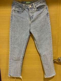 🚚 淺藍色牛仔褲