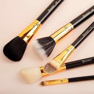 🚚 BH Cosmetics Face Essential 5 Piece Brush Set