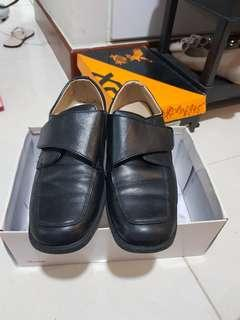 Children size Black leather BATA shoes