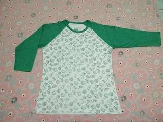 Atasan kaos raglan putih hijau