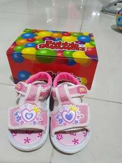 🚚 BATA Bubble gummers squeaky shoes