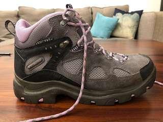 🚚 Columbia Hiking Boots. Worn only twice. Size 41.5 EU, 7.5 UK, 9 US.