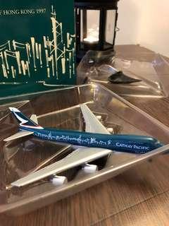 """限量版1:500 國泰航空飛機模型 """"香港精神號1997"""" 747"""
