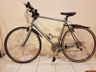 Giant CRX 3 Hybrid City Bicycle Basikal
