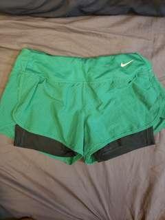 Nike Running Shorts綠色跑褲(有內膽) size m