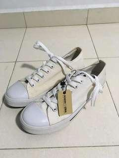North Star Canvas Shoes, Size 6