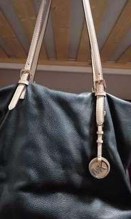 🚚 MICHAEL KORS Handbag (Black leather)