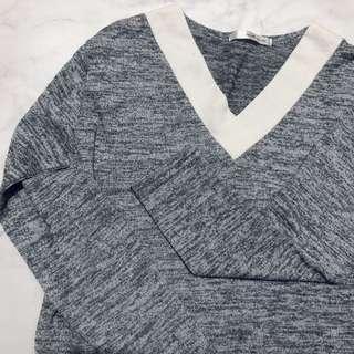 🚚 顯瘦氣質V領混灰色針織上衣