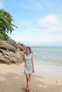 White and black slimfit dress