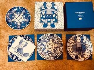 🚚 Kaws holiday Taipei plate set 瓷盤碟組