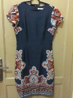 Dress cantik selutut pas badan