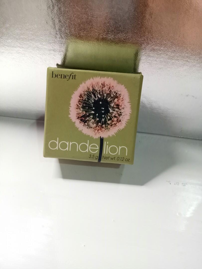 Blush on BENEFIT Dandelion