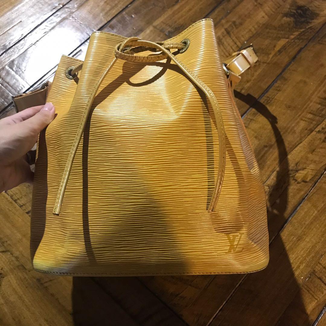 0a67861fd290 Louis Vuitton Bucket Bag Petite Noe In Epi Leather