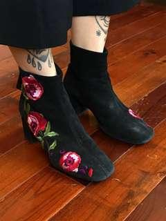 L'Intervalle Floral Embroidered Booties, Size 6
