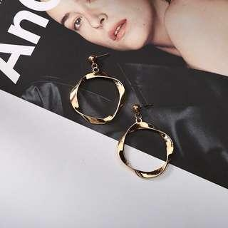 🚚 Circular edgy earrings