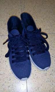 代售 可議價或換物 海軍藍洞洞高幫休閒鞋(外型像靴子)