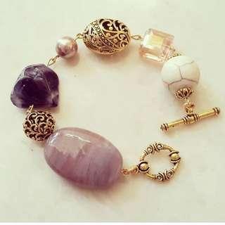 Gelang batu ungu
