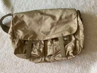 真品Prada 帆布斜背包