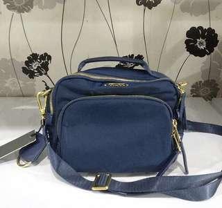 Tumi / sling bag