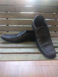 Sepatu formal youngki komaladi