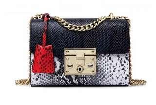 🚚 Sling box bag