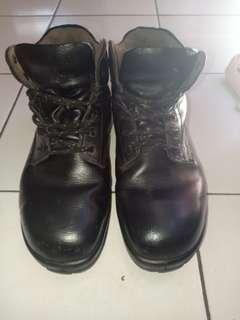 sepatu safety merk KING'S