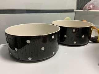🚚 Ceramic dog bowls