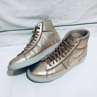 huge selection of d2f26 bac95 NIKE Blazer Mid Cut Out