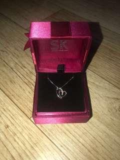 SK Jewellery White Gold Diamond Heart Pendant Necklace