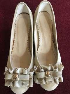 Women shoes low heels