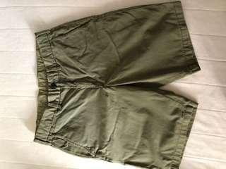 🚚 Uniqlo Chino Shorts (olive green)