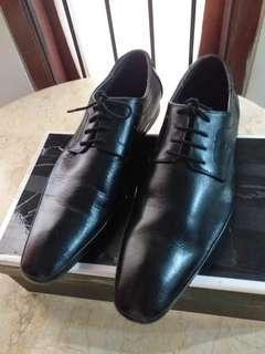 Sepatu kulit asli , brand First Made In Hongkong