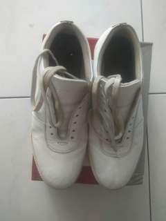White sneakers vigos sepatu casual not converse vans adidas