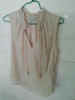 New. H&M Creme Colored Ladies Blouse. Size S.