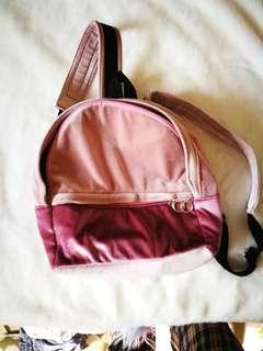 亮面絨布粉紅拼色後背包