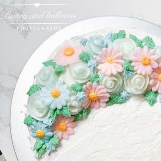 Wedding flower buttercream cake and floral cupcake