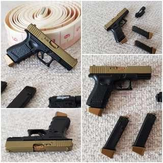 [1x Free Grenade]1/6 G17 (Glock 17) Gold Glide [phicen / TBLeague / Hot Toys / Weapon / Gun / Handgun / Rifle / Diorama / Kitbash]