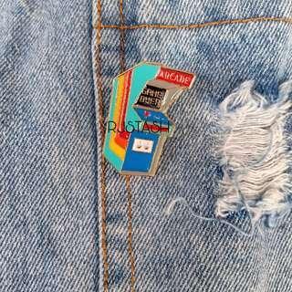 90s arcade brooch pin