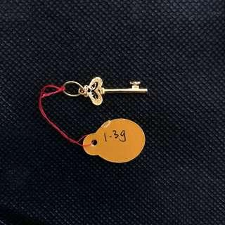 916 gold key pendant